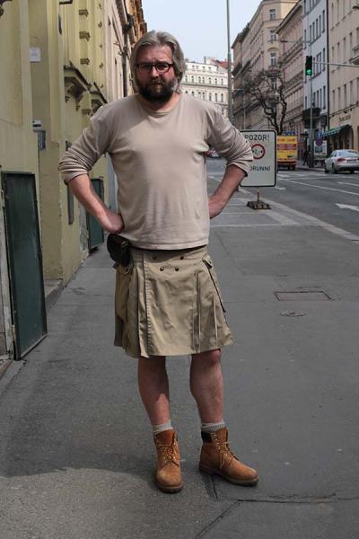 687d0cbb5d4 Více sukní na mužích! Nebo ne